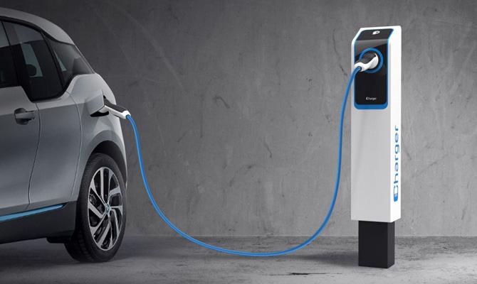 Nuova colonnina di ricarica auto elettriche