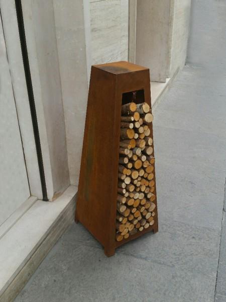 Porta legna da esterno - CAM srl Arredamenti metallici e strutture per quadri elettrici